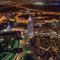 Ночной Дубай...вид с Бурдж-Халифа...небоскрёб высотой 829.8 м , самое высокое сооружение в мире! :: Александр Вивчарик