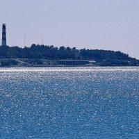 Пейзаж на фоне маяка :: Валерий Дворников