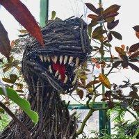 """Вот такой зубастик прятался в зарослях на выставке """"Тропическая зима"""" :: Татьяна Помогалова"""