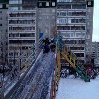 Ледяные горки должны быть большими! :: Владимир Смольников