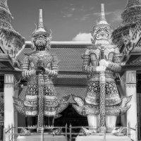 Каменная стража королевского дворца в Бангкоке... :: Cергей Павлович