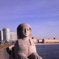 Скульптура на набережной :: Svetlana Lyaxovich