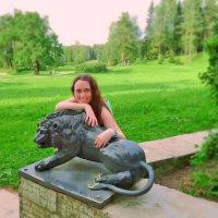 Я со львом в Павловском парке :) :: Анастасия Белякова
