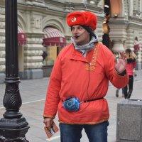 Красные в городе. :: Татьяна Помогалова
