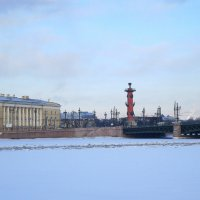 Вид на Ростральные колонны.Санкт-Петербург. :: Валентина Жукова