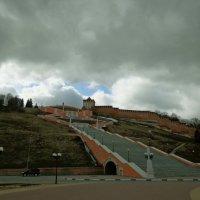 грозовое небо над чкаловской лестницей :: Наталья Сазонова