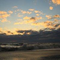 Шторм на закате солнца :: valeriy khlopunov
