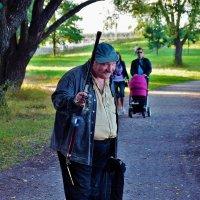 Весёлый рыбак... :: Sergey Gordoff