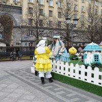 Зайки МИ развлекают детишек на празднике. :: Татьяна Помогалова