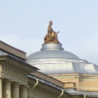 статуя Минервы на здании Академии художеств :: Елена