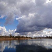 Облачка над водой.. :: Антонина Гугаева