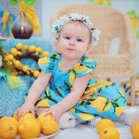 Детская фотосессия с лимонами :: марина алексеева