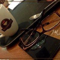 в кафе за чашечкой кофе :: maxim