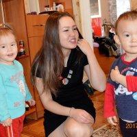 Двойняшки и ее тетя... :: Алтай Сейтмагзимов