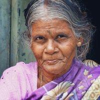 Женщина из племени Тоддов... :: Лара Лаби