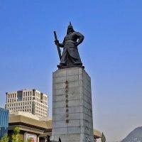 Сеул, памятник адмиралу Ли Сунсину... :: Светлана