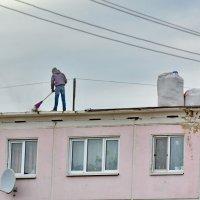Ремонт крыши пятиэтажного дома. :: Михаил Полыгалов