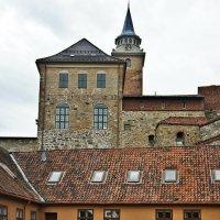 Средневековая крепость Акерсхус в самом сердце города на берегу Осло-фьорда :: Елена Павлова (Смолова)