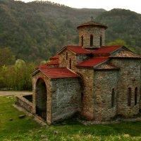 Старинный храм Архыза :: Евгений Ромащенко