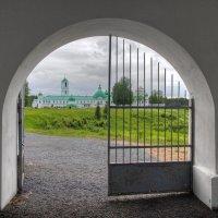 Вид на Преображенскую часть Александро-Свирского монастыря :: Константин