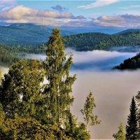На краю озера тумана :: Сергей Чиняев
