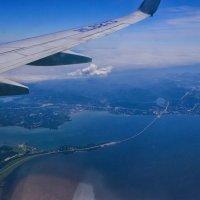 Пролетая над Владивостоком :: Дмитрий