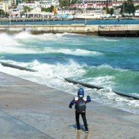Ялта. Малыш и неспокойное море :: татьяна