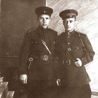 1943 год. В новой офицерской форме перед отправкой на фронт. :: юрий
