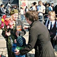 Цветы ветерану :: Leonid Rutov