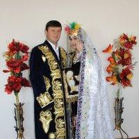 Национальные костюмы жениха и невесты - великая сила!!! :: Михаил Костоломов