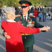 потанцевать с дамой-запросто :: Олег Лукьянов