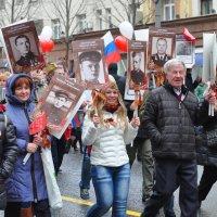 И глаза молодых солдат с фотографий увядших глядят. :: Алексей Михалев