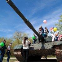 Пусть танки остаются только на постаментах.. :: Андрей Заломленков