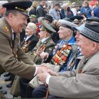 Ветераны в ожидании парада в честь Дня победы над Немецко фашистскими захватчиками в ВОВ 1941-1945 г :: Юрий Ефимов