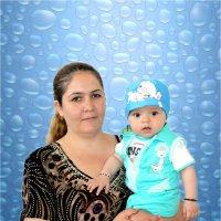 Мама с малышом :: Михаил Костоломов