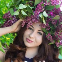 Девушка в сирени :: Виктория Грибина