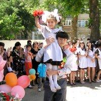 Звени, школьный последний звонок!!! :: Михаил Костоломов