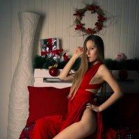 Девушка в красном :: Елена Родионова
