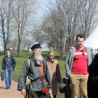 Чтобы  жить  долго  надо  ходить  пешком , внучек! :: Виталий Селиванов