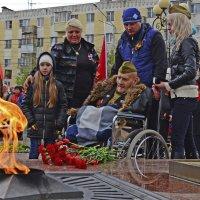 Старый солдат у святого огня. :: Тамара Бучарская