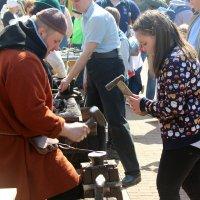 Девчонки не  боятся горячего  металла ! :: Виталий Селиванов
