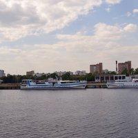 Яхты на на реке Москве :: Владимир Болдырев