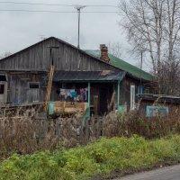 Домик в пригородном посёлке. :: Павел Харлин