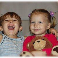 Смех и улыбка как брат и сестра...всегда рядом. :: Anatol Livtsov