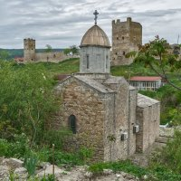 Храм во имя Иверской иконы Божией матери и крепость Кафа :: Игорь Кузьмин
