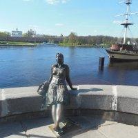 Памятник Туристке. Великий Новгород. :: Татьяна