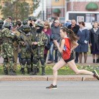 Пробег по Центральной площади города :: Леонид Никитин