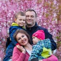 Семейный портрет в парке :: Ирина Гомозова
