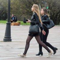 На ножках New Balance в ручке телефон в ушках уши :: Юрий Плеханов