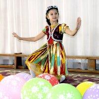 Национальный танец :: Михаил Костоломов